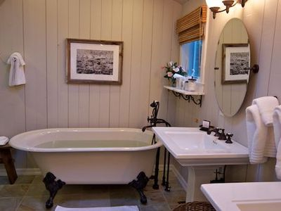 East Hampton house rental - Deep soaking tubs and steam showers.