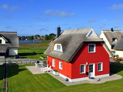 Luxury Thatched Cottage in a fantastic location on Breeger Bodden, the beach, fireplace, infrared cabin