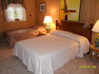Bethany Beach house photo - 4th bedroom with full size bed and twin bed and tv