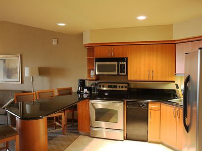 Full kitchen w/ granite counters!