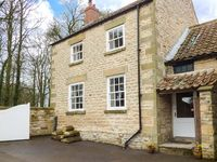 HEADON YARD COTTAGE, pet friendly in Brompton-By-Sawdon, Ref 921837