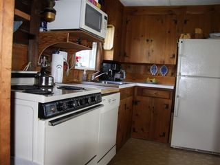 Hampton cottage photo - Small, but efficient, kitchen ... for one cook !