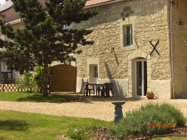 Cheap accommodation, max 5 persons , Le Puy-notre-dame