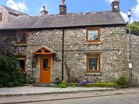STONEYCROFT, pet friendly, with a garden in Tideswell, Ref 886