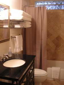 Savannah townhome rental - Stylish bath with limestone surround and plush towels & spa body products