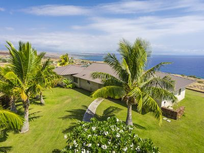 Views and Privacy in Gated Kohala by the Sea