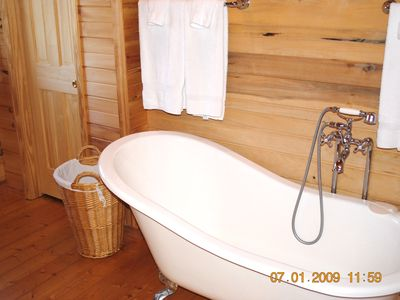 Pipestem cabin rental - Master Bath with claw foot tub