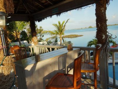 Cabana, bar & BBQ area with stunning view. Perfect for gatering at end of day !