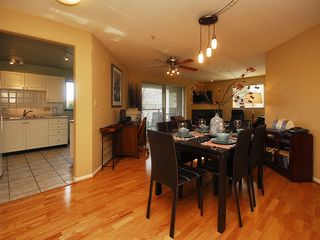 Victoria condo photo - Easy dining for six, pull out the table and there is room for eight
