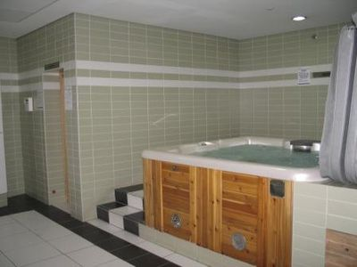 Jacuzzi - Hot Tub with Sauna & Steam Rooms