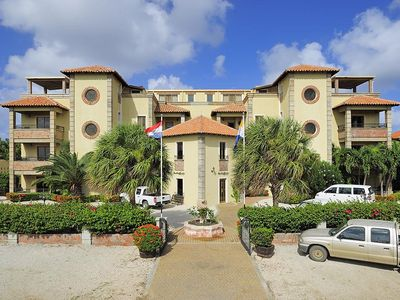 Bonaire apartment rental - The main entrance and private car park with free parking