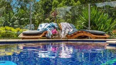 BlueGreen House - Luxe Byron accom w pool/spa