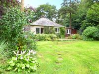 WOODHILL, pet friendly, with a garden in Eggleston, Ref 18104