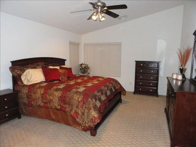 Avondale house rental - Master w/walkin closet and ensuite bathroom w/seperate soaker tub & shower