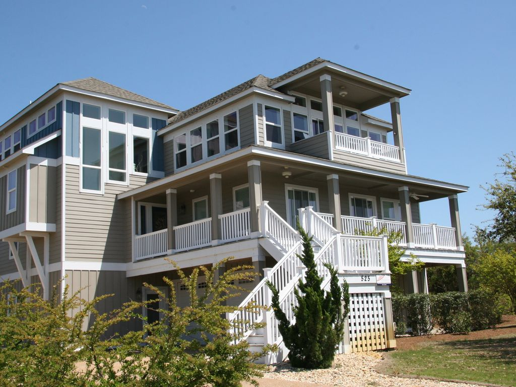 Modern beach home with private pool elevator vrbo for Beach house elevator