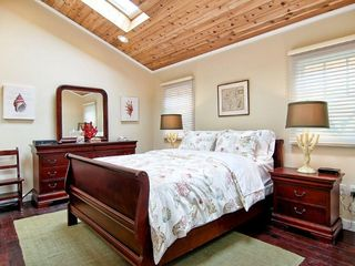 Hermosa Beach house photo - Master bedroom Queen size bed