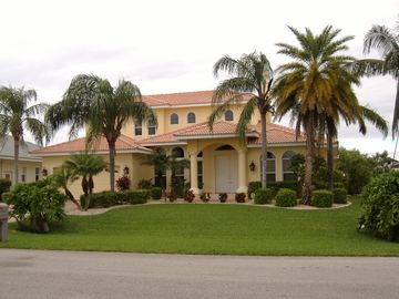 Cape Coral villa rental - FRONT VIEW OF VILLA ULTIMA - LARGE 4 BEDROOM 4 BATH LUXURY VILLA