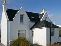 ISLAND VIEW COTTAGE, pet friendly in Staffin, Isle Of Skye, Ref 14238