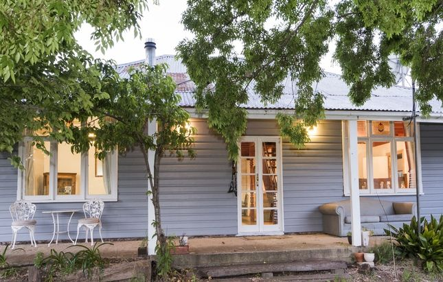 Camphill Cottage - charm and comfort