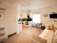 Beautiful Beachfront Studio Situated On The Shores Of Worthing Beach