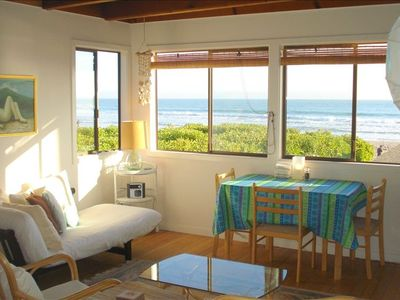 Relaxing southfacing apartment with ocean, beach and mountain views.
