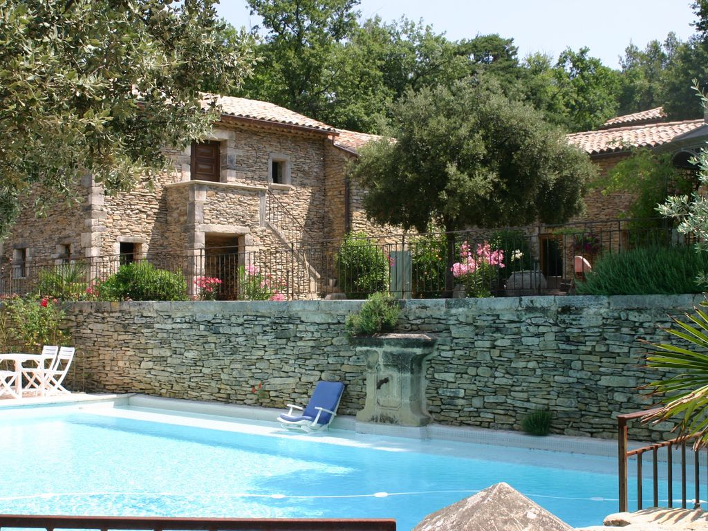 Stone farmhouse in the middle of a pine forest of 1 hectare 600 - Vaucluse - maison