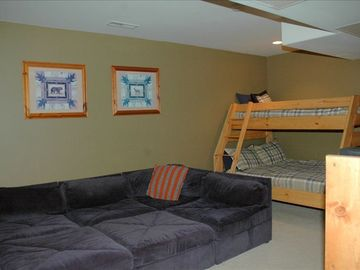 Trademark condo # 42 Bunk room w/sleeping arrangements for more than 4 people
