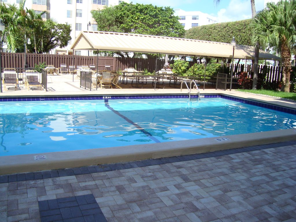 Sunny isles condo w pool parking homeaway sunny - Sunny beach pools ...