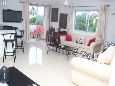 Contemporary at Turtle Towers..best location in Ocho Rios..beach 2 mins..