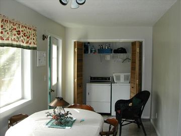 Dining area w/laundry facilities