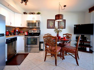 Fully equiped & Remodeled Kitchen and  Dining Room