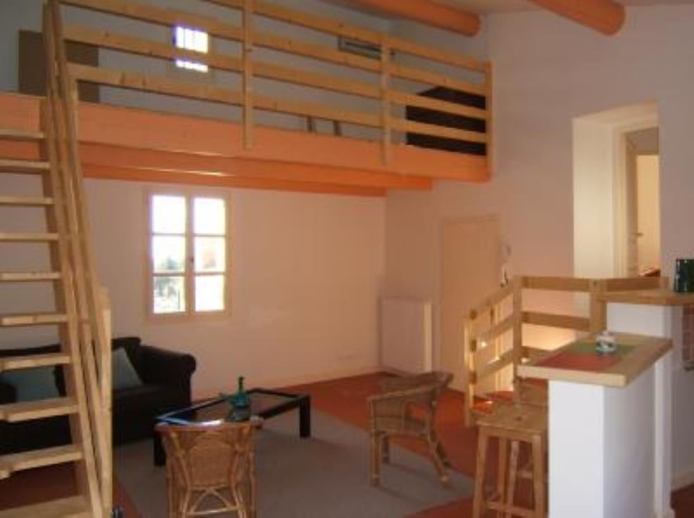 Air-conditioned accommodation, 70 square meters , Uzcs, France