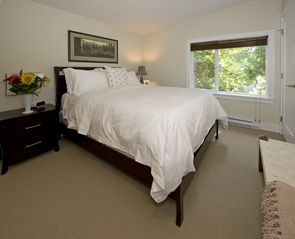 Parksville townhome photo - Queen Bedroom on 2nd level