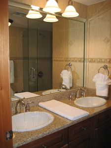 Cupecoy condo rental - Master Bathroom
