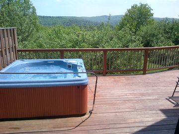 Large hot tub comfortably seats 6 adults - 180 degree distant mountain views