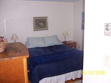 The other bedroom w/queen size bed
