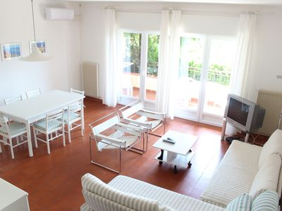 Fully air conditioned apartment with swimming pool , free WIFI and tennis court