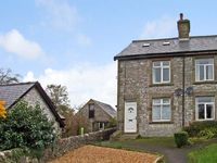 SUNNY BANK, family friendly, with a garden in Chelmorton, Ref 11821