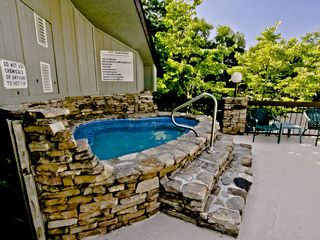 Gatlinburg condo photo - Ahhh... Relax in the Hot Tub!