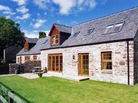 NANTUSI COTTAGE, pet friendly, with pool in Kirriemuir, Ref 1905