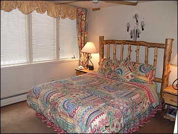 2nd Room w/ Queen Bed/Bath