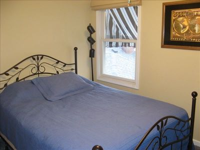 Center bedroom with Queen size bed