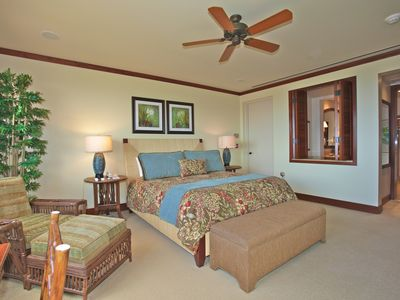 Wailea villa rental - Spacious master suite with king sized bed, ceiling fan, and flat panel TV.