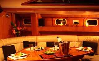 Bocas del Toro yacht photo - Dining Table for 4-6