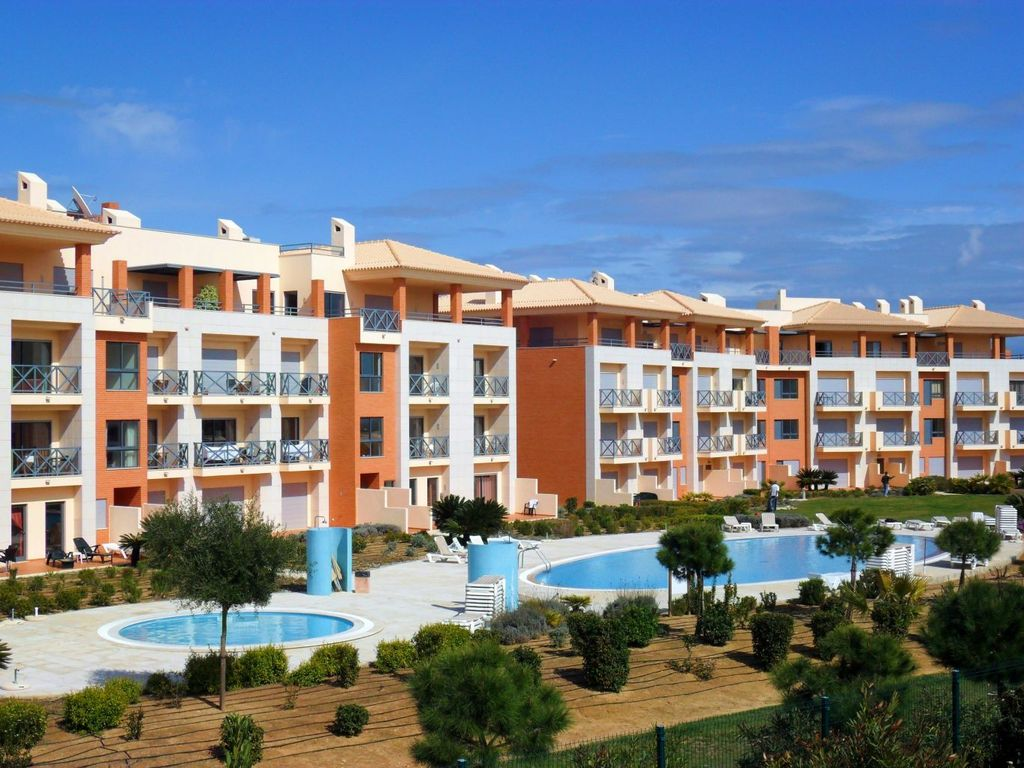 Air-conditioned apartment, close to the beach , Correeira, Faro