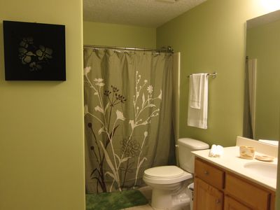 Tropic Winds condo rental - Guest ensuite bath
