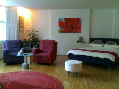Earls Court apartment rental - Studio room with plenty of light & recliners