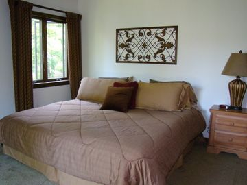 Master Bedroom w/King Size Bed & Balcony