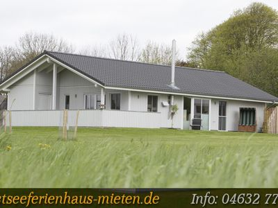 Luxury holiday home to 8 people. Child-friendly, quiet secluded location, close to the water - Haus 1