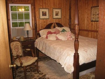 quaint, romantic master (queen bed)